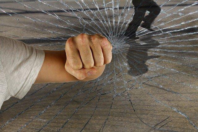 rozbití skla